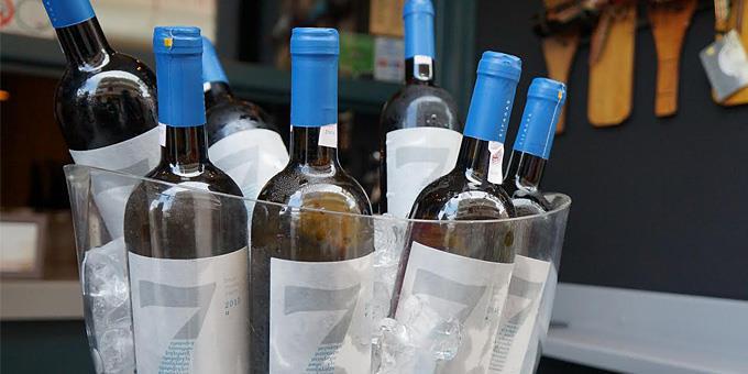 greek wine tasting Assyrtiko Santorini Cinque wine bar Athens