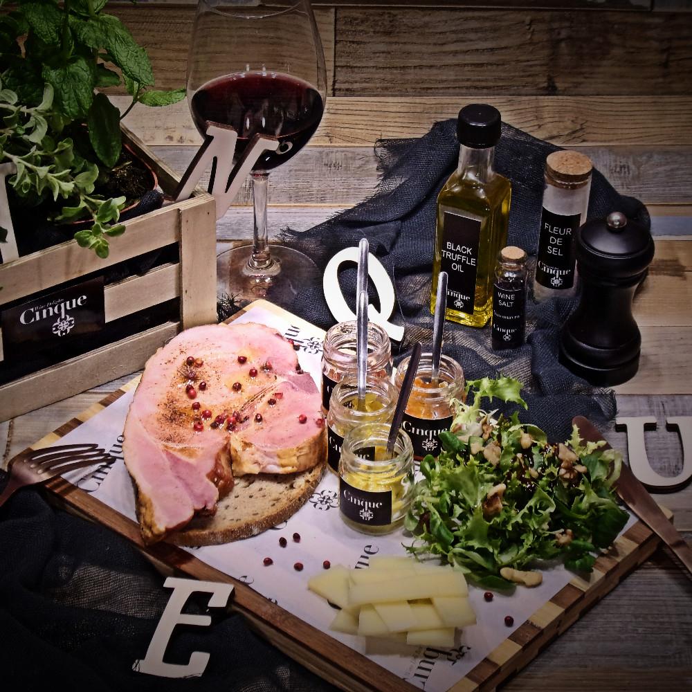 Cinque wine bar Athens exquisite taste greek products smoked steak homemade chutneys