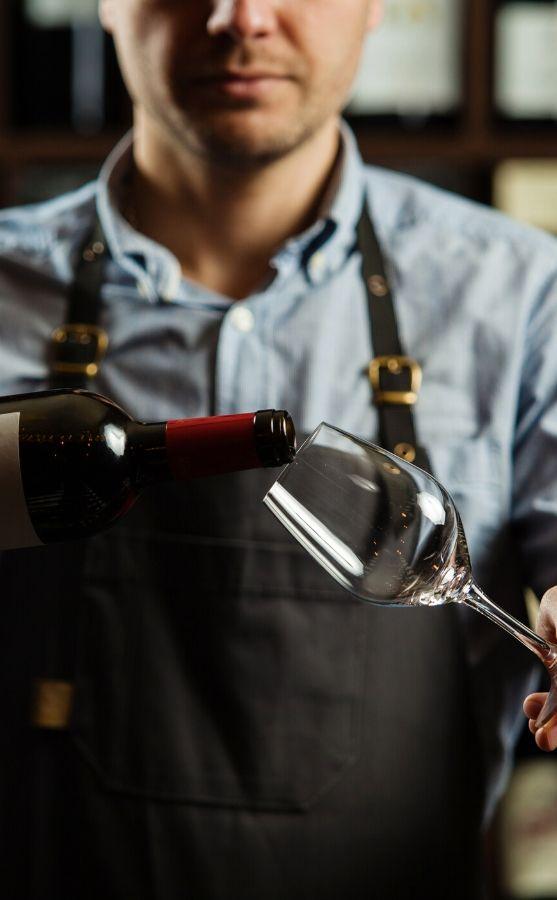 Cinque wine bar Athens greek wine tasting sommelier