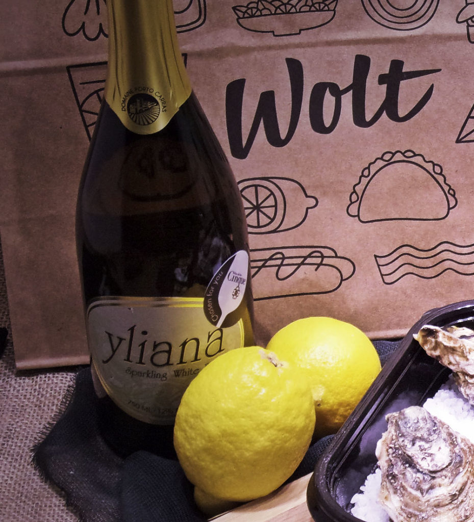 Yliana Sparkling greek wine Porto Carras oysters wolt take out Cinque Athens